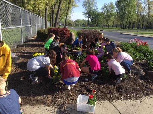 picture of kids planting